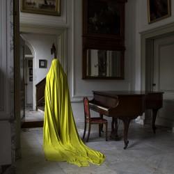 Woman in Huis te Warmond (I)-90x69cm